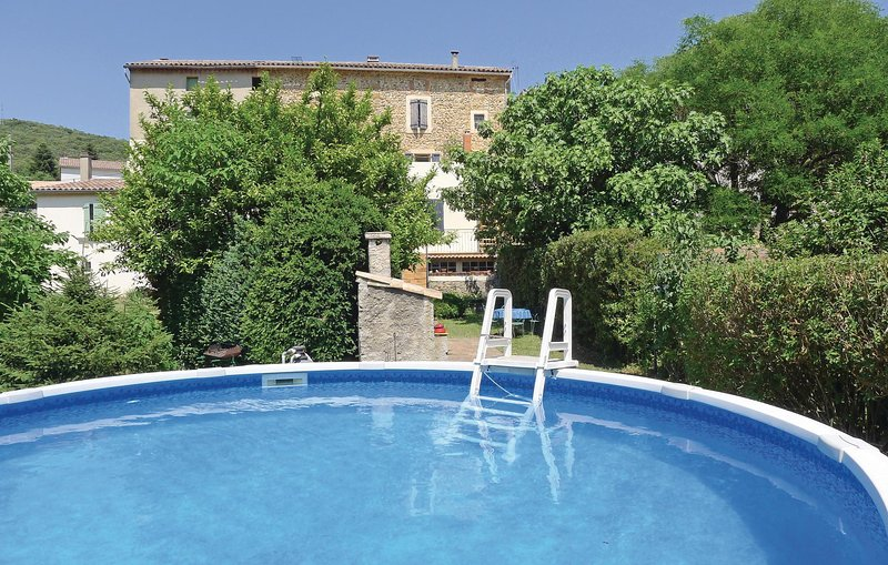 Awesome home in St Florent s. Auzonnet with WiFi, Outdoor swimming pool and 3 Be, holiday rental in Les Salles-du-Gardon