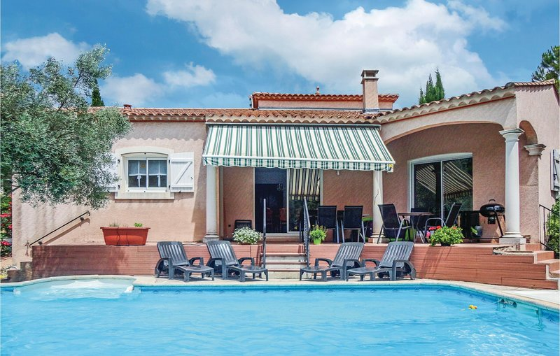 Beautiful home in Lamalou les Bains with WiFi, Outdoor swimming pool and 4 Bedro, holiday rental in Camplong