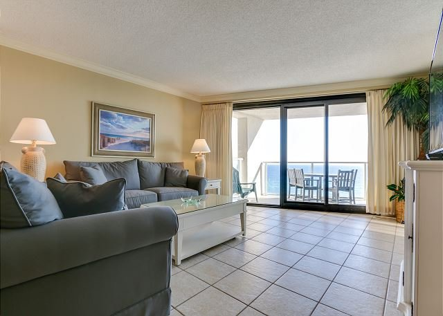 Beachside II 4295 Living Room