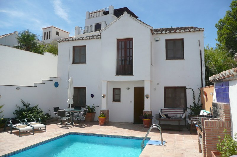 Casa Sol - charming village house with pool and view - Granada, Andalucia, vacation rental in Lecrin Valley