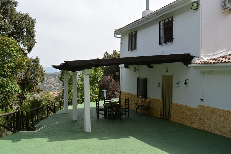 Cortijo Las Chorreras casa con piscina climatizada, alquiler vacacional en Moclín