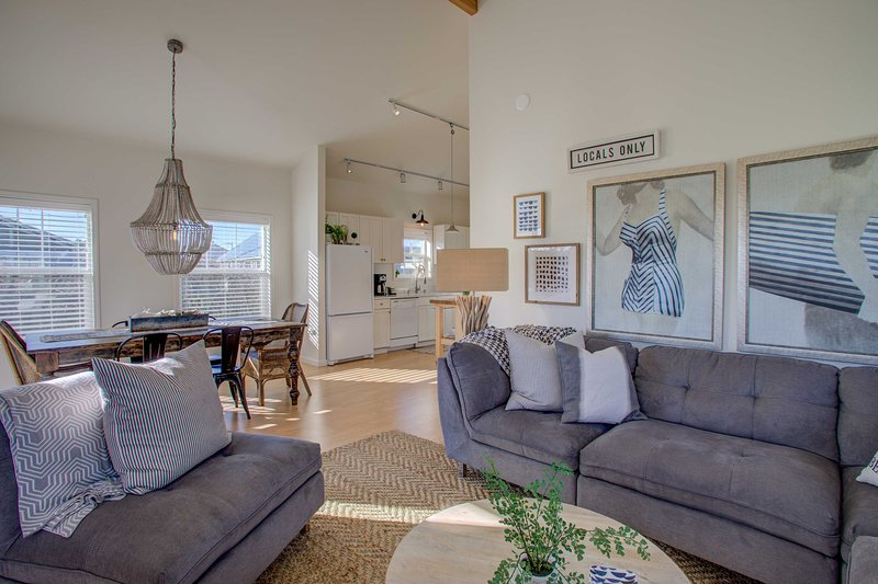 Chic 'Summer House Cottage' 2 Blocks to Ocean, holiday rental in Pacific Beach