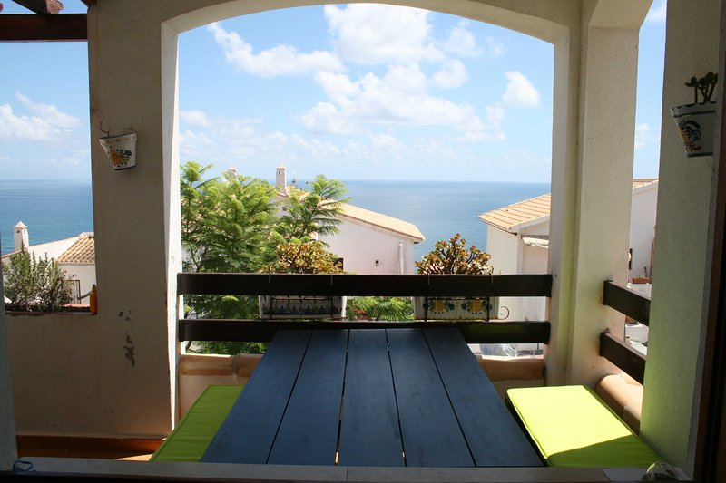 Casa sobre el mar Mediterraneo, location de vacances à Monte Faro