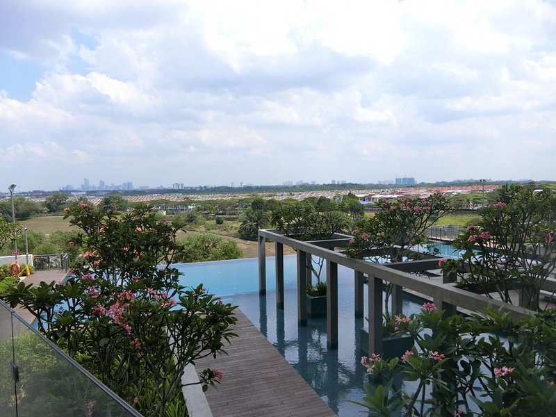 Hot Modern Living with Swimming Pool View -  let's party!!!, Ferienwohnung in Senai