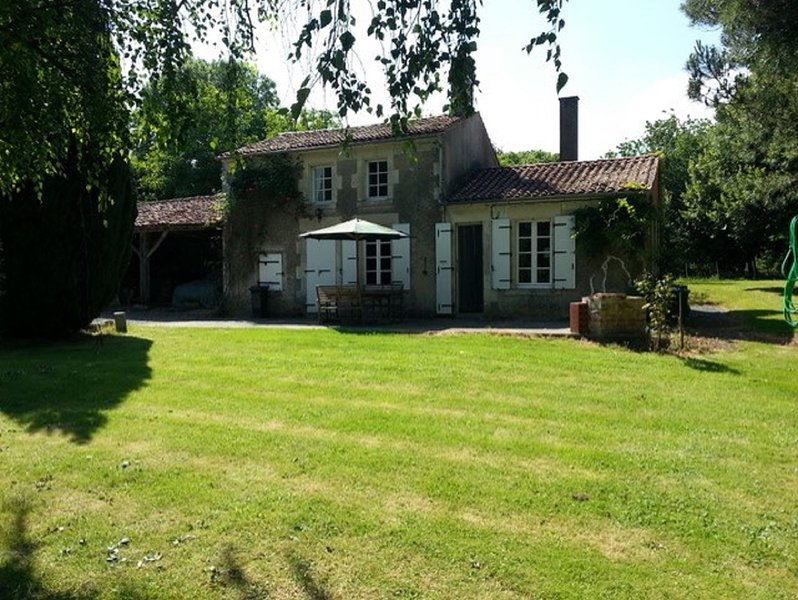 La Chevriere Lovely Traditional french farmhouse, holiday rental in Vouvant