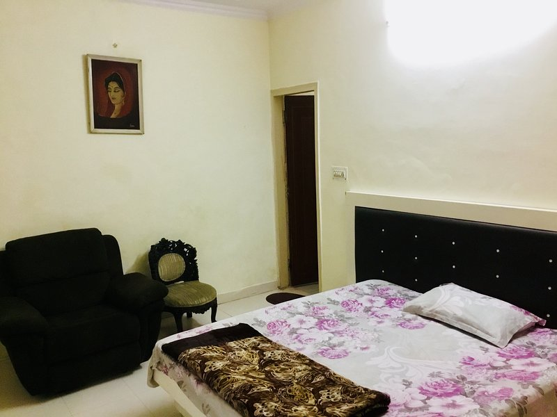 HomeNow- B2 Pancham Sector 52, holiday rental in Gautam Buddha Nagar District