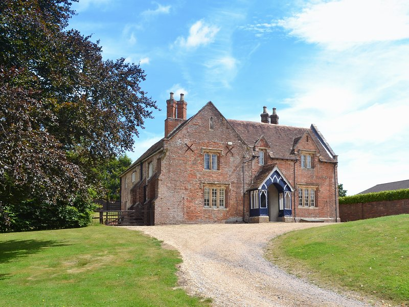 The Farmhouse, holiday rental in West Parley