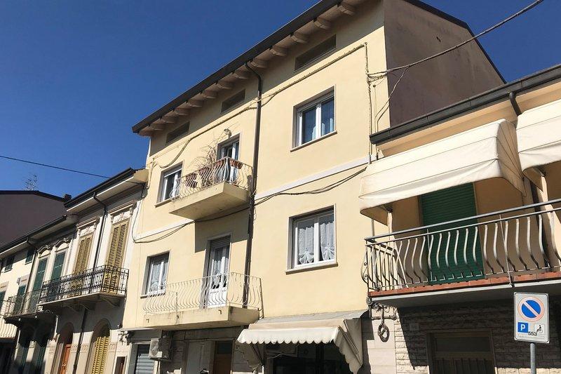L'appartement est au premier étage et à 100 mètres de la plage