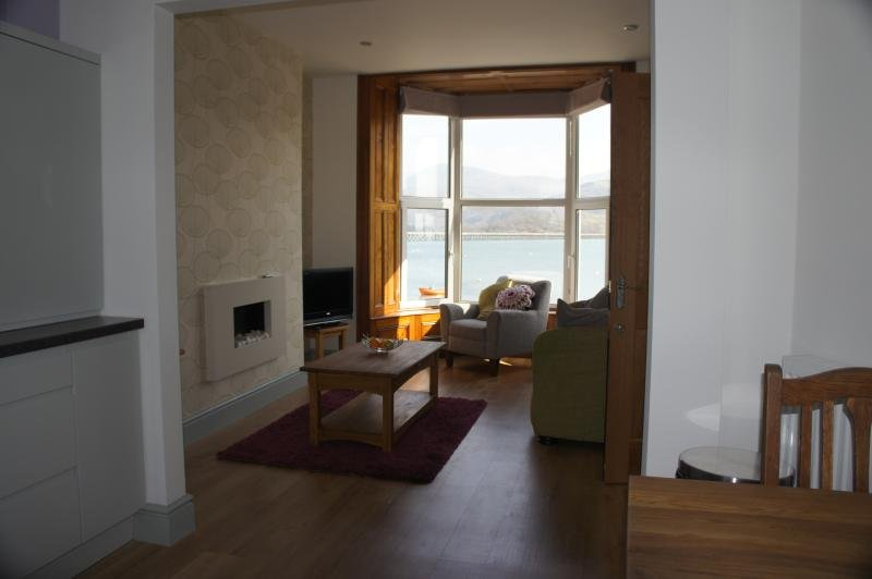 Wynnstay Bach, Stunning Harbour, Sea and Mountain Views, holiday rental in Barmouth