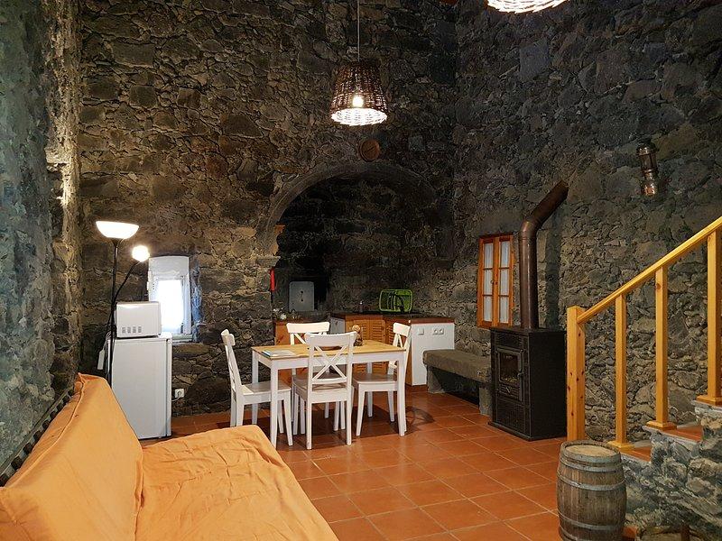 Casa de Pedra - Um legado do passado num tempo moderno, Ferienwohnung in Rabo de Peixe