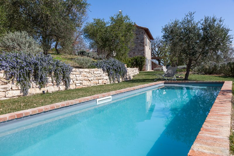 CASA DI DORIS, Exquisite country villa for art&style lovers. Pool, A/C, vacation rental in Todi