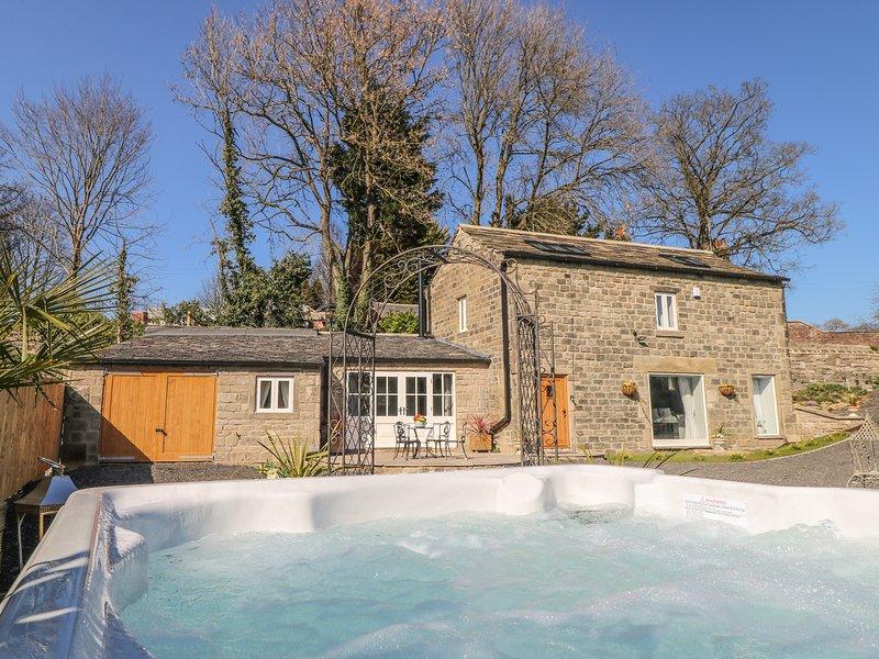 CUNLIFFE BARN, hot tub, woodburner, Esholt, holiday rental in Leeds