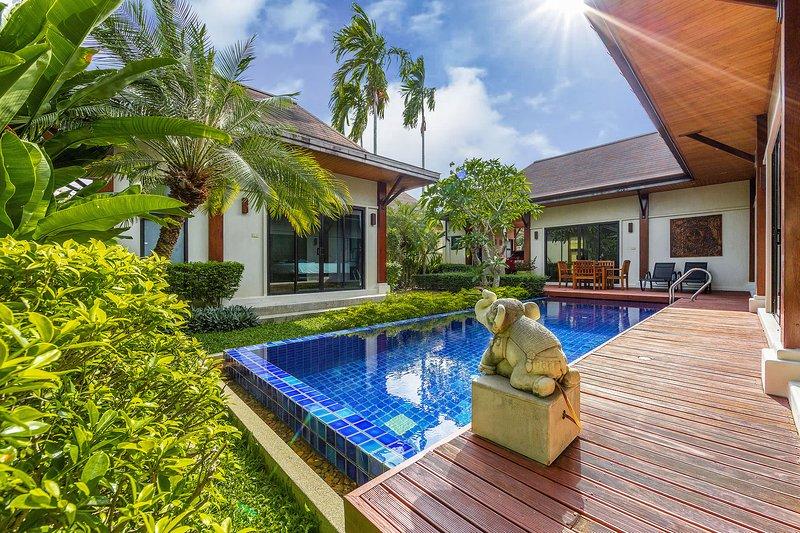 Villa Savu by TropicLook, alquiler vacacional en Nai Harn