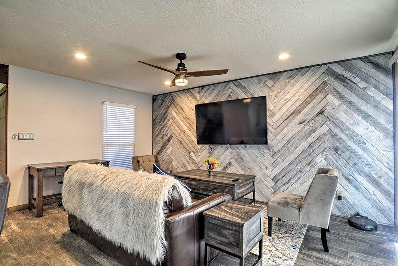 Manténgase en un estilo elegante en este exclusivo complejo de casas adosadas en Albuquerque.