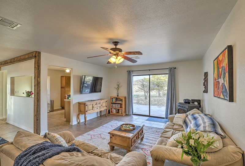 Elgin Home w/ Mountain Views ~3 Miles to Wineries!, casa vacanza a Sierra Vista