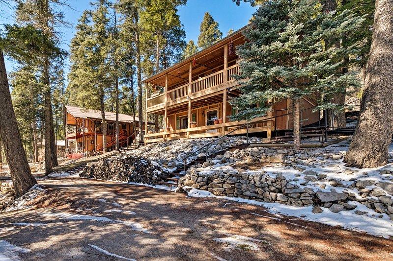 Spacious Cabin w/ Deck in Lincoln National Forest!, alquiler de vacaciones en Cloudcroft