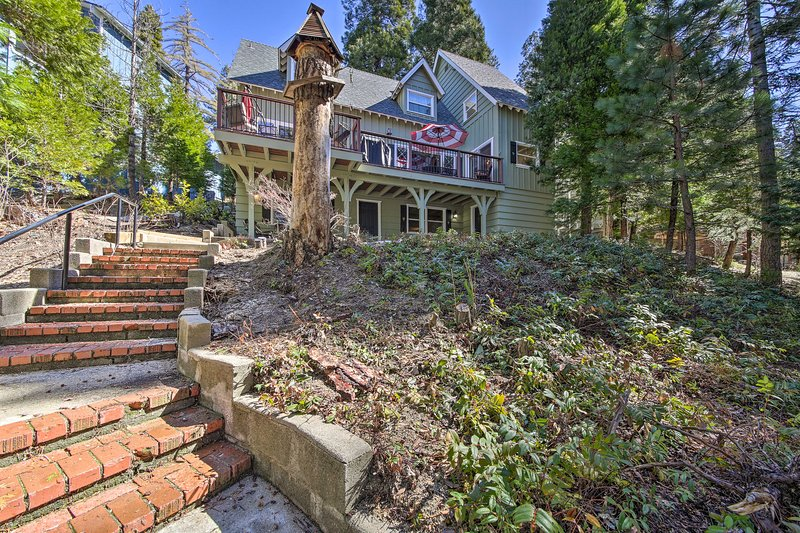 Waterfront Lake Arrowhead Home w/Balcony & Deck, holiday rental in Green Valley Lake