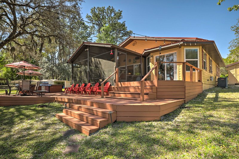 Lake Hutchinson Home - BBQ & Firepit!, holiday rental in Interlachen