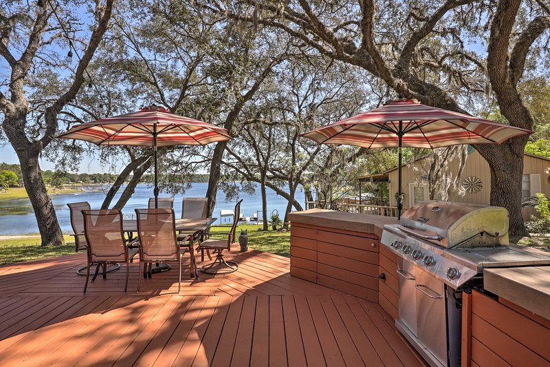 Barbecue up on the deck with a stunning view of the water!