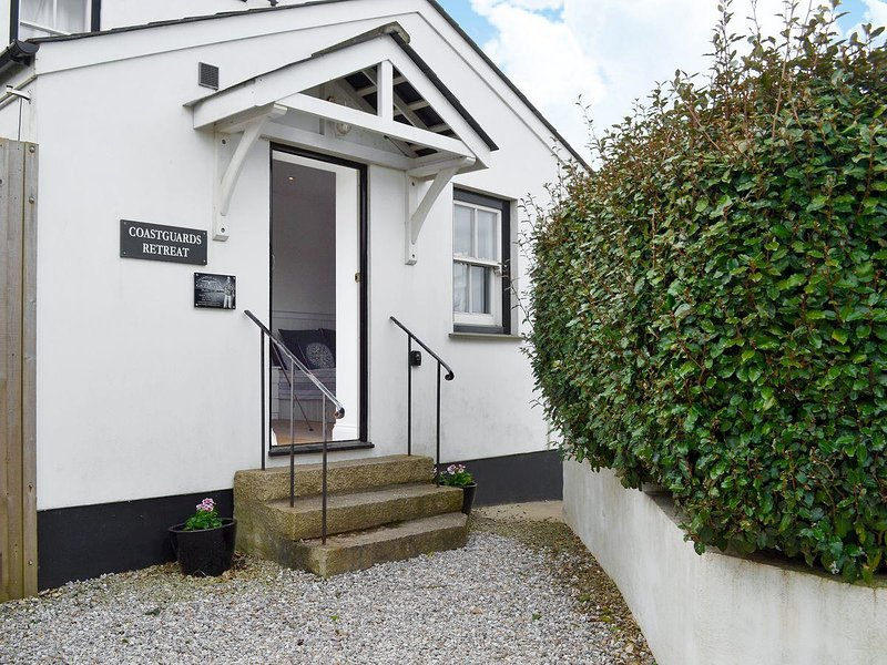Coastguards Retreat - 27993, holiday rental in Gwithian
