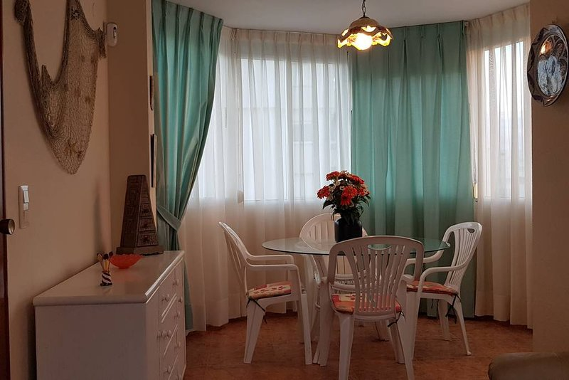 Nice apartment with sea view & Wifi, holiday rental in Grau i Platja