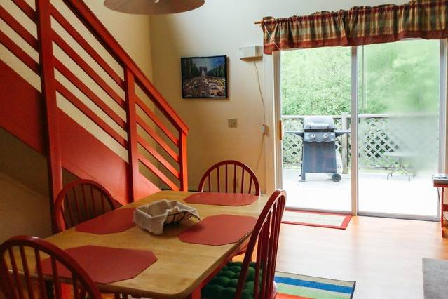 20ft. Lofted Ceilings Facing Acadia National Park, holiday rental in Hulls Cove