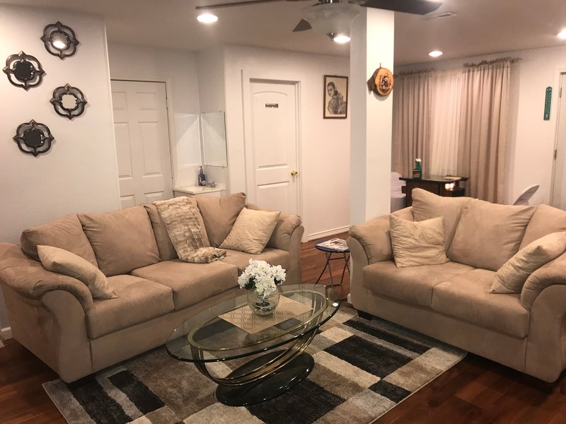 Comfortable and Cozy Home Minutes Away From Seattle tacoma international Airport, holiday rental in SeaTac