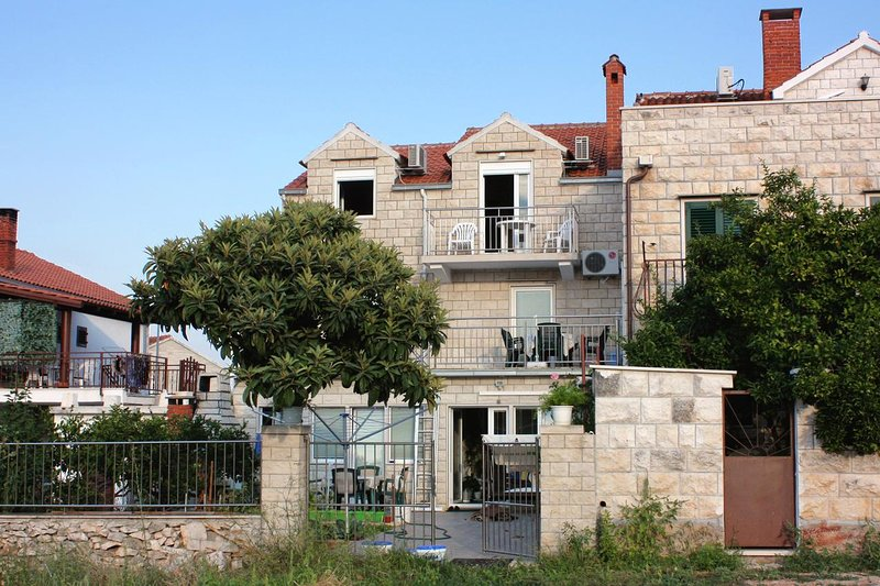 Three bedroom apartment Supetar, Brač (A-5665-a), holiday rental in Sumpetar