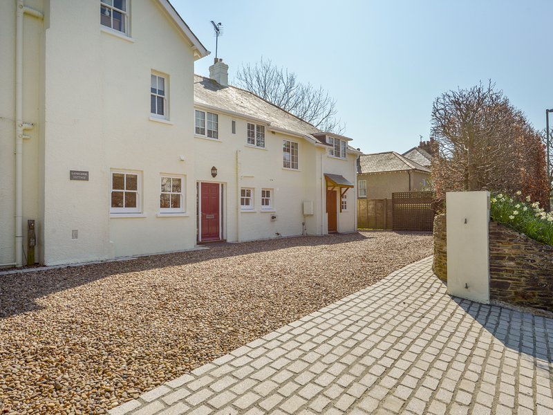 LANDCOMBE COTTAGE, welcoming detached coastal house near Strete with, holiday rental in Slapton