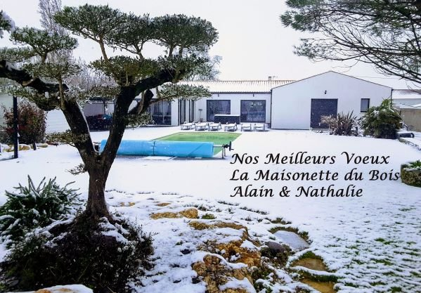 Alain and Nathalie wish you a very happy new year 2019 and a very good holiday at the maisonette