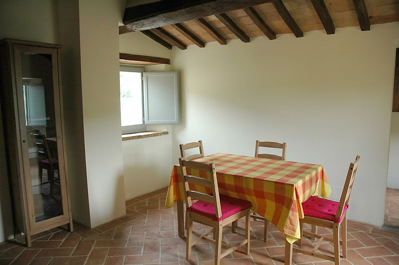COUNTRY HOUSE LE CARPINE Appartamento Colombaia, holiday rental in Montone