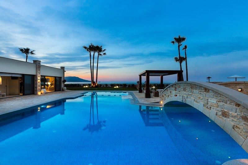 La Villa se encuentra a poca distancia del pueblo, restaurantes y tiendas!
