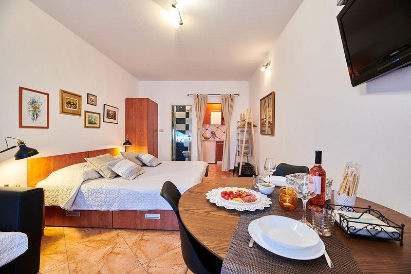 Appartamento NOA2 Umag-Savudrija per coppie, Wifi, vicino al mare, terrazzo, BBQ, holiday rental in Savudrija