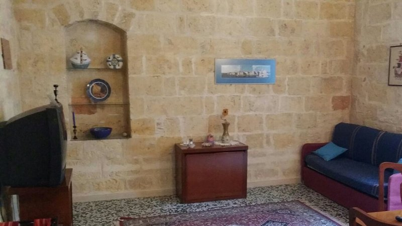 Beautiful apartment with sea view, holiday rental in Trani