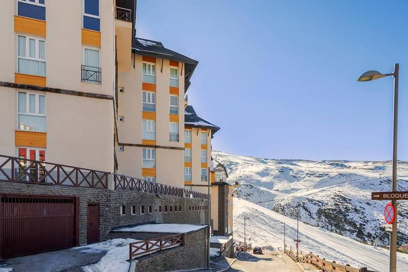 Apartment with shared pool, alquiler vacacional en Sierra Nevada