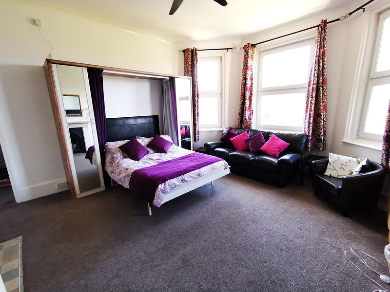 The Victorian Lodge Flatlet 2, vacation rental in Ryde