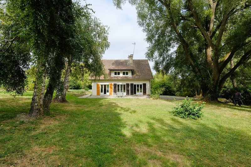 Amazing house with garden & terrace, holiday rental in Chailly-en-Brie