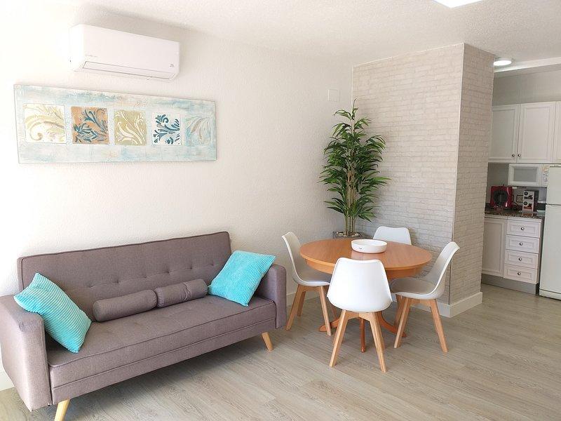 Apartamento en Residencial en Primera Linea de Playa con piscinas y jardines, alquiler de vacaciones en Peñíscola