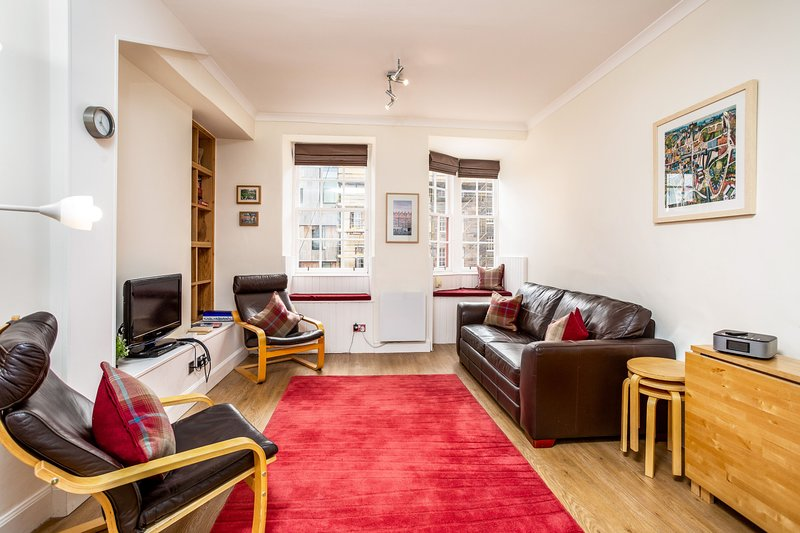 Lawnmarket Apartment, Edinburgh - Outstanding! Perfect location!, vacation rental in Edinburgh