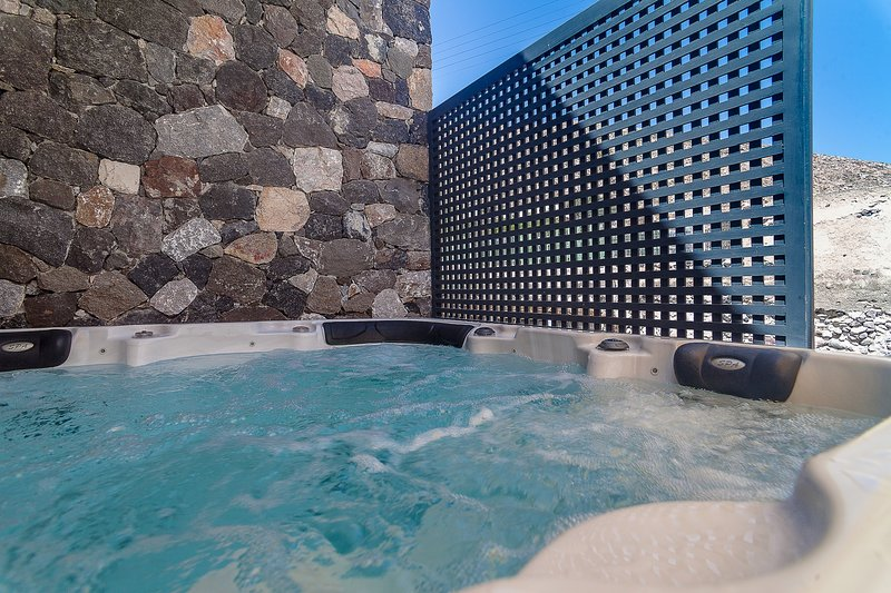 Rock Villa Myth - Private villa with hot tub, location de vacances à Siatista
