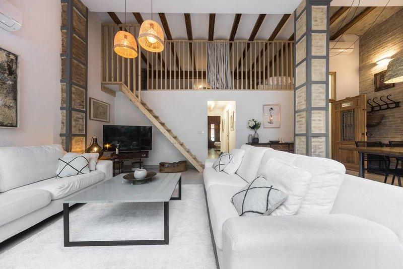R House: Casa única cerca de la playa, holiday rental in Montroy