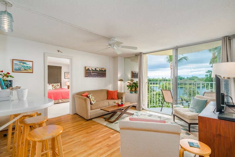 Condominio 526 tiene espectaculares vistas de Hilo y espacios cómodos!