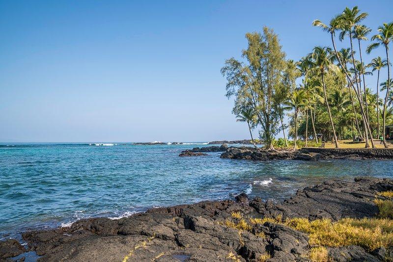 Uno de los varios parques de acceso a la playa a lo largo de la Bahía de Hilo, a poca distancia en auto del Centro de Hilo Lagoon.