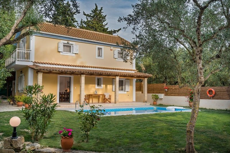 3 Bedroom Villa Kardaris, Agios Kontantinos, Zakynthos, vacation rental in Kypseli