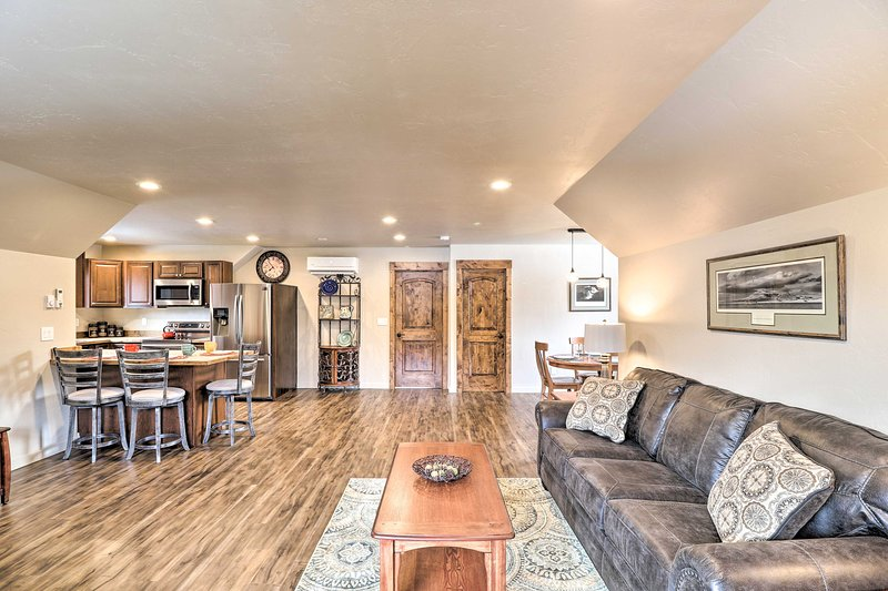 Updated Apt on 5 Pvt Acres, 20 Mins to Glacier NP!, holiday rental in Evergreen