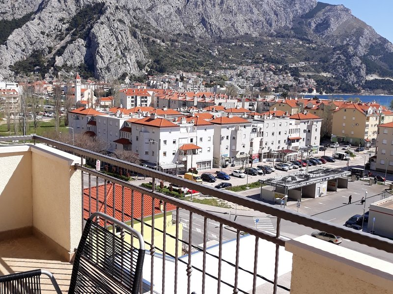 Zdravko A1(4+1) - Omis, vacation rental in Omis