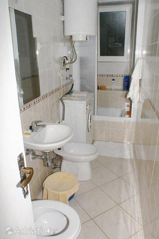 A(5): bathroom with toilet