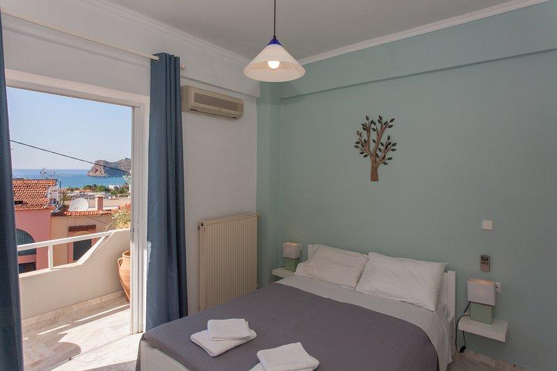 Blue Lagoon, Spacious & Cosy, location de vacances à Agia Marina
