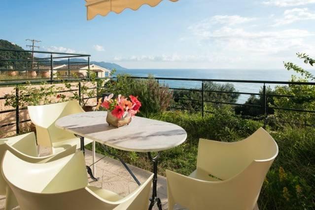 1BR Suite | Glyfada Beach Sea View Apartments, casa vacanza a Kokkini