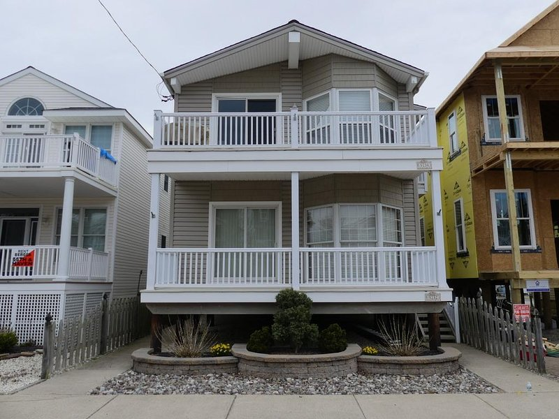 5734 Asbury Ave. 2nd Flr. 132932, holiday rental in Strathmere